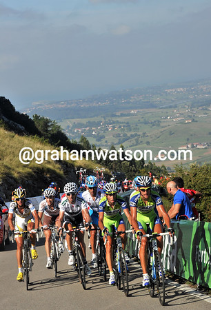Kreuziger and Nibali lead a chase group of just eleven riders on this stunning ascent above Santander...