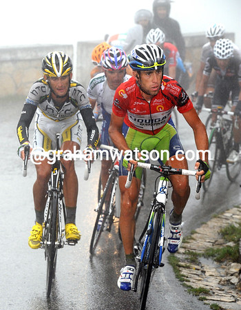 Nibali starts to show his power, the group of favourites is shrinking, and they've lost Tondo already..!