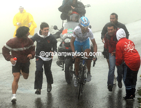 With Igor Anton out of the Vuelta, Spain's Mosquera is the only real target for the fans at Covadonga...