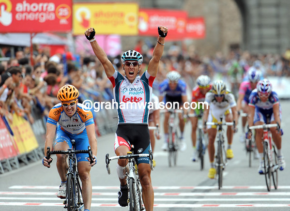 Philippe Gilbert wins stage nineteen after getting to the last corner ahead of everyone else - including Tyler Farrar..!