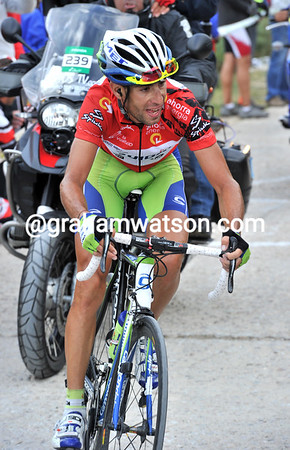 Nibali is holding Mosquera at 25-seconds still, but he'll soon start to haul the Spaniard back...