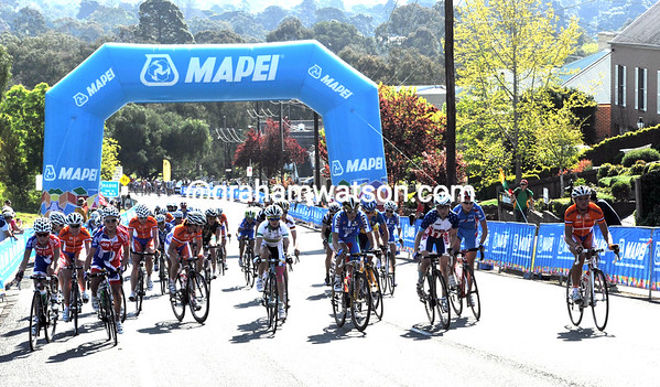 The chasing has produced a pursuiting group of 35 riders, but everyone looks at someone else to chase harder...