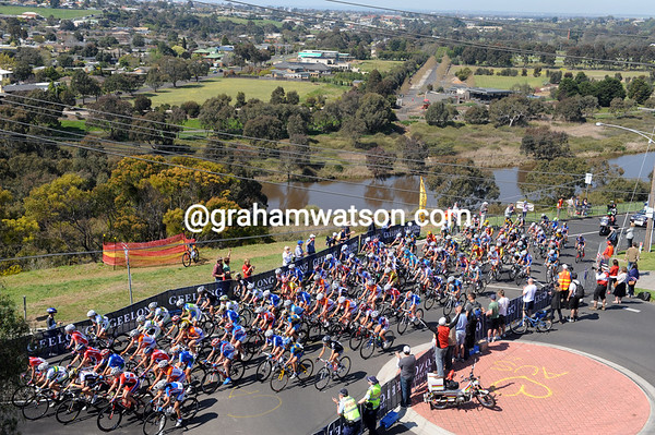 The peloton climbs above the Barwon River and Geelong after two laps...