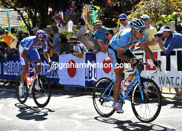 Either Gilbert or Pozzato could become World Champion if this move succeeds..!