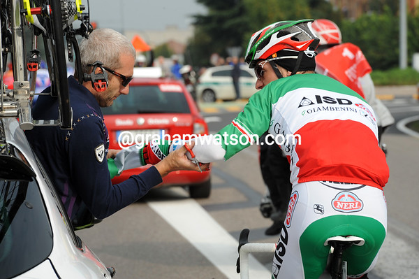 Amputation, or just a cut..? Giovanni Visconti is having the long sleeves cut off his tricolore jersey..