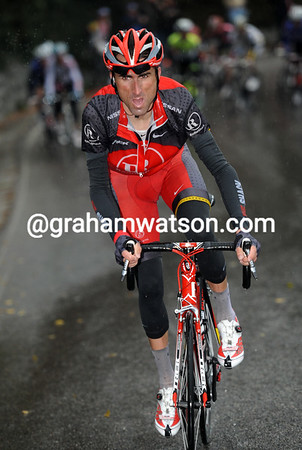 Haimar Zubeldia has attacked as well and chases Mollema who's caught the leaders...