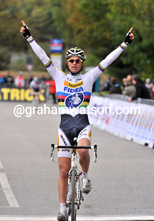 Zdenek Stybar wins in Aigle as World Champion - and becomes World Cup leader of the winter competition...