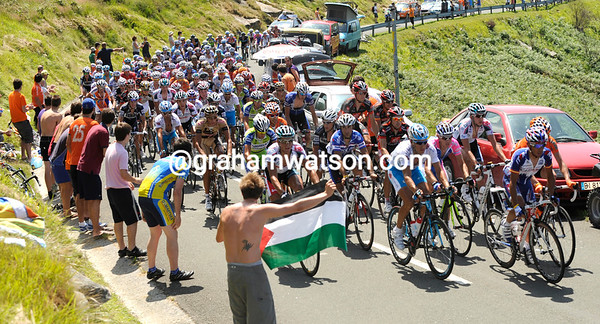 What's left of the race climbs the Alto de Jaizkibel for the first time - the escape is just a few minutes ahead now...