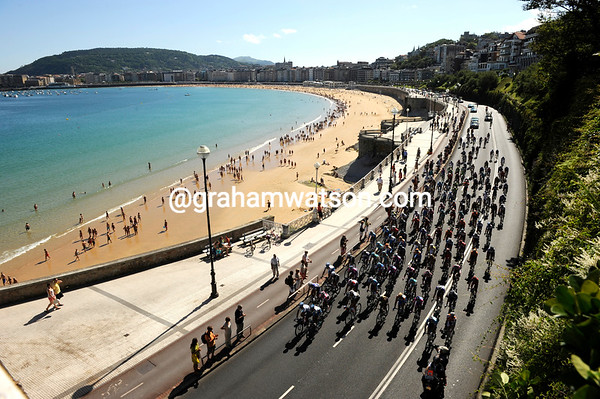 A crystal clear morning in San Sebastian as the peloton rolls out of town and away from other distractions...