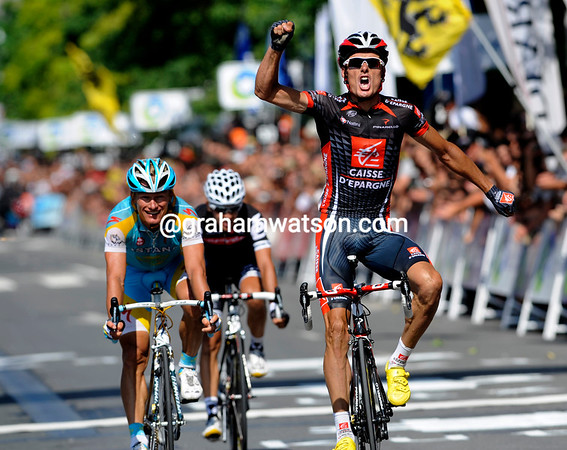 Luis Leon Sanchez uses his sprinting power to win the 2010 Clasica San Sebastian ahead of Vinokourov and Sastre...