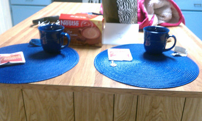 my realtor, Jean, left Tony and me a housewarming gift - 2 placemats with mugs and hot cocoa!