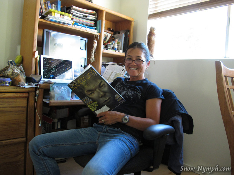 8/4/2011  Geek photo:  Original plan was to leave on Thurs.  So I was reading an article in his IEEE magazine