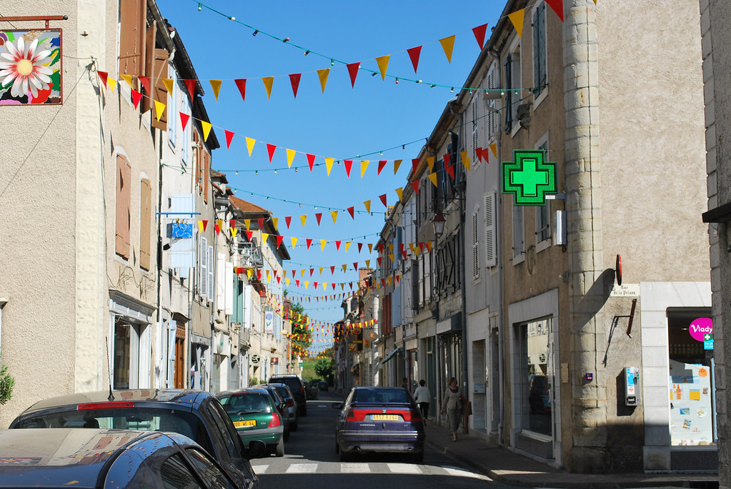 Navarrenx is an adorable village about 30 minutes West of Pau. It has a lot of WWI history and just adorable street fronts.