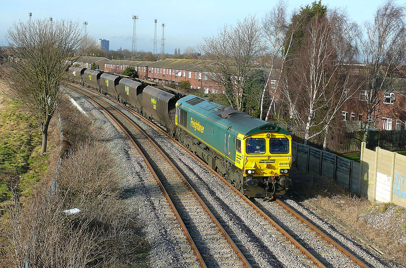 66585 'The Drax Flyer' is seen coming off the Hull Docks Branch with 6M51 1243 Hull Coal Terminal - Rugeley Power Station loaded coal working