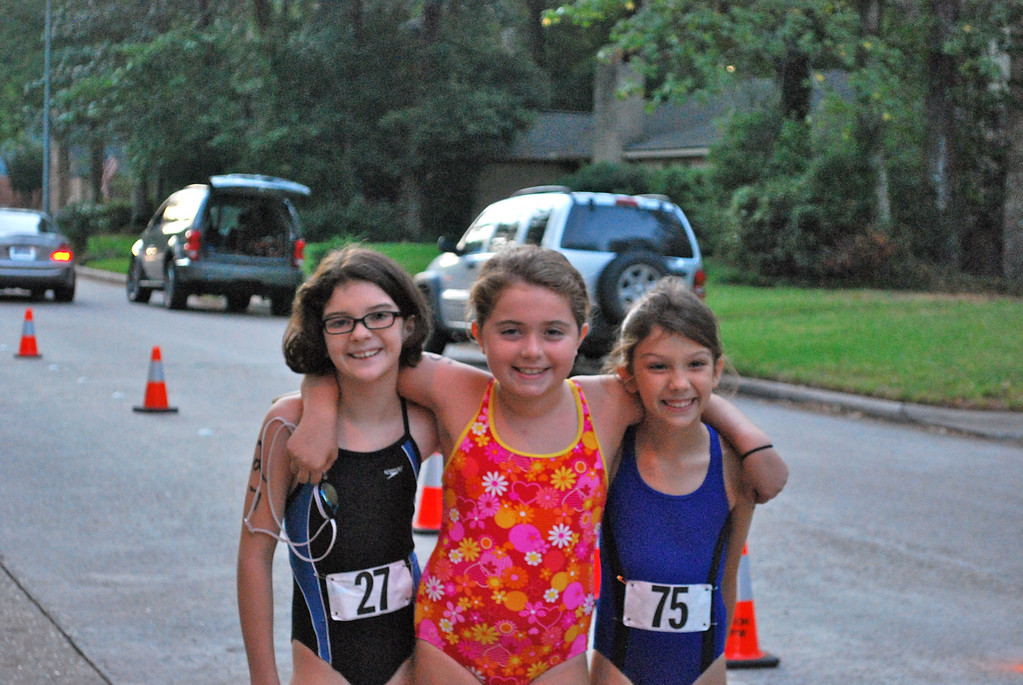 Lizzie, Sabrina and Grace checking out the course.