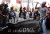 Miles de manifestantes indOgenas y campesinos , salieron a respaldar la propuesta del presidente ecuatoriano, R . Correa de llamar a consulta popular y rechazaron la desiciNn del presidente del Parlamento, J. Cevallos que aceptN la resoluciNn de un juez de aprobar un recurso de amparo constitucional para dejar sin efecto el cese de 57 diputados, dio hoy una nueva vuelta de tuerca a la crisis polOtica y dejo otra vez a Ecuador en un caos polOtico.QUITO, ECUADOR/28-MARZO-2007 / Ekuador : Krise in Ekuador. © Patricio Realpe/LATINPHOTO.org