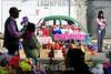 BRASIL (02 .11.2011) FINADOS SAO JOSE DOS CAMPOS - SP MOVIMENTO NO CEMITERIO MUNICIPAL COLONIA PARAISO NO MORUMBI ZONA SUL DA CIDADE. / Paraffin wax. / Velas. / Sale of votive candles. / Brasilien : Verkauf von Opferkerzen , Grabkerzen und Blumenschmuck beim Friedhof Morumbi in Sao Jose dos Campos. Grablicht. Paraffin. © Lucas Lacaz Ruiz/LATINPHOTO.org