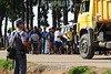 BRASIL - 2012-01-25 CENAS PINHEIRINHO - CONTINUA O RECOLHIMENTO DOS PERTENCES E DA DEMOLICAO DAS CASAS NA OCUPACAO PINHEIRINHO , DEZENES DE FAMILIAS AGUARDAM EM FILA INDIANA DO LADO DE FORA PARA RECOLHEREM SEUS PERTENCES E LIBERAREM A CASA PARA DEMOLICAO . CAMINHOES DA PREFEITURA E FUNCIONARIOS DA URBAN TRABALHAM EM MULTIRAO PARA AGILIZAR O PROCESSO. SEGUNDO A PM O TRABALHO TERMINARIA NO DIA DE HOJE POR VOLTA DAS 12 HORAS POREM FUNCIONARIOS DIZEM QUE AINDA TEM MUITO TRABALHO E DEVE DEMORAR MAIS 2 OU 3 DIAS. / Pinheirinho has been squatted for eight years, with no government effort to regularise the area or develop an adequate infrastructure. Home to roughly 6,000 people, the land belongs to a notorious financial market fraudster arrested in 2008. / Brasilien : Trotz eines entgegengesetzten Gerichtsurteils und Vermittlungsbemühungen der Zentralregierung räumt die Militärpolizei in Pinheirinho gewaltsam eine seit acht Jahren bestehende Siedlung von 1500 Familien. © Lucas Lacaz Ruiz/LATINPHOTO.org