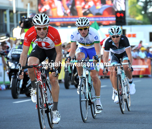 Markel Irizar is on the attack with four other riders...