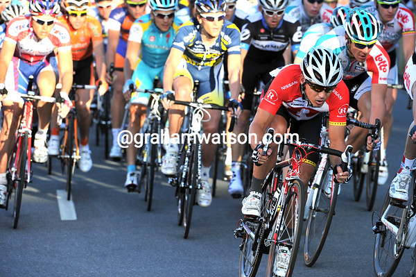 That's little Robbie McEwen sneaking up the sheltered side of the peloton with a few laps to go...