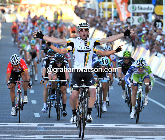 Matthew Goss is the winner in Alelaide after a brillaint lead out by Mark Renshaw - Robbie McEwen takes 3rd place...