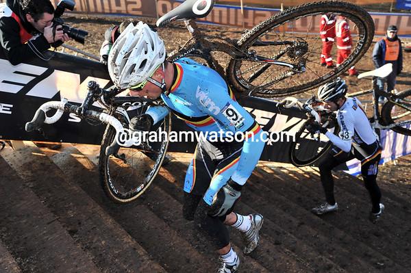 Sven Nijs leads Phillip Walsleben in pursuit - Nijs makes contact, Walsleben does not...