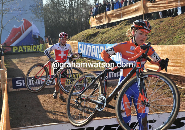 Sanne Van Paasen leads Jasmin Achermann - they take 6th & 5th places respectively...