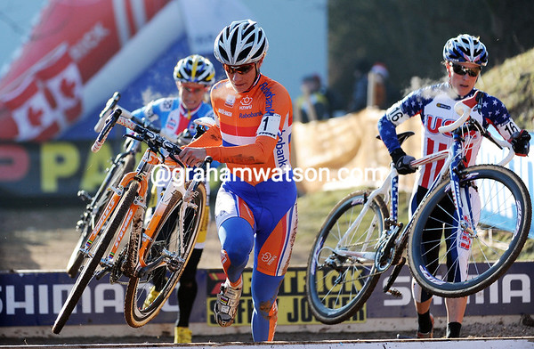 Vos in in control with two laps to go - she only has Compton and Katerina Nash with her..