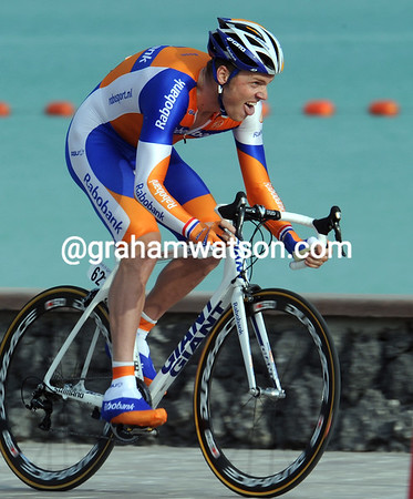 Lars Boom won today's Prologue - a remarkable ride on a course so unsuited for such a tall cyclist..!