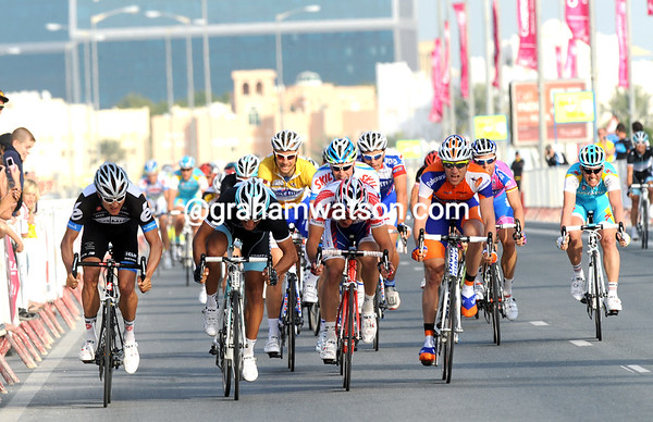 The sprint is on in Doha - Haussler, Bennati, Galimzyanov and Bos are the contenders...