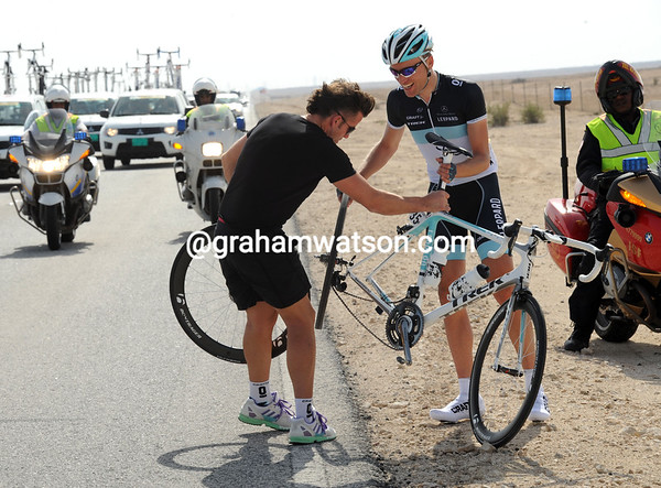 Me again..?! Joost Posthuma needs another wheel change - this time he has a team mechanic right there...