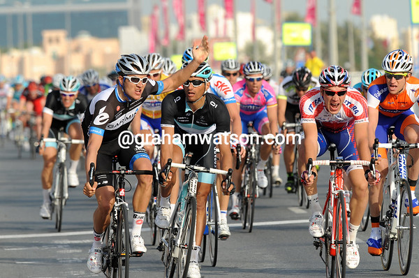 Heinrich Haussler is the winner over Daniele Bennati - is that a victory salute or a protesting arm..?