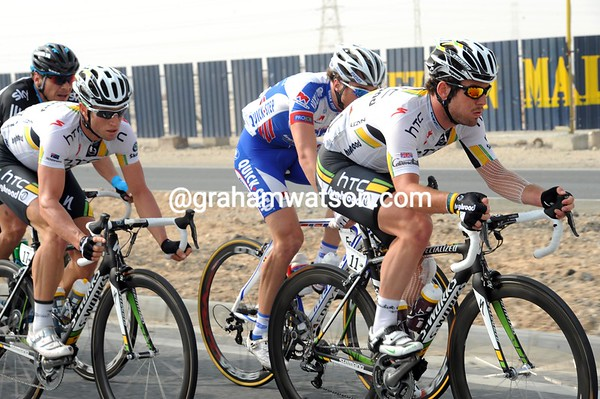 Mark Cavendish is working for Mark Renshaw today - they are in a chasing group 45-seconds back...