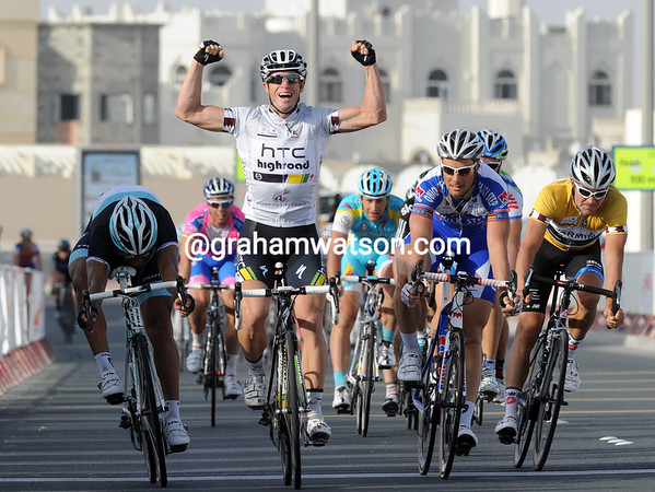 Mark Renshaw wins stage four from Bennati and Boonen - HTC's day has worked out well..!