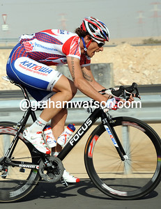 Filippo Pozzato is trying hard to cross the gap, back he'll succumb to the pace and drop back...