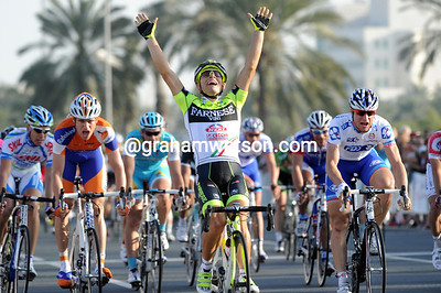 Andrea Guardini is the winner of stage five - ahead of Francesco Chicci and Theo Bos...