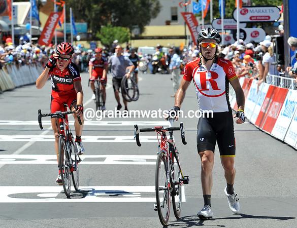 Markel Irizar walks across the line with his broken bike...