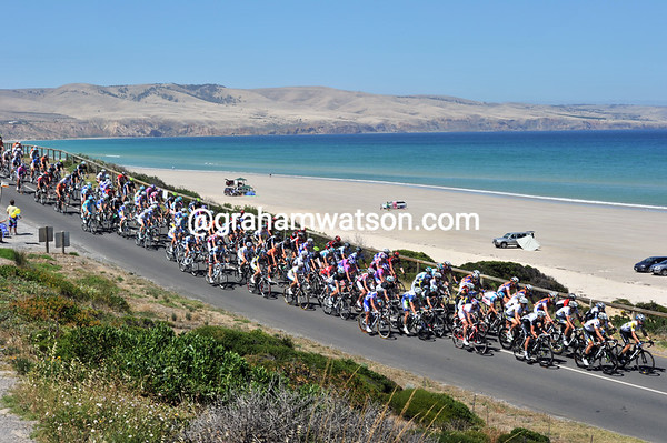 The peloton laps Aldinga Beach for the first time - and, yes, the sea really is turquoise today..!
