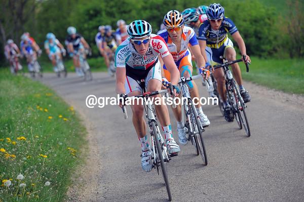 Jurgen Van Den Broeck picks up the pace in front - this is not time for niceties..!