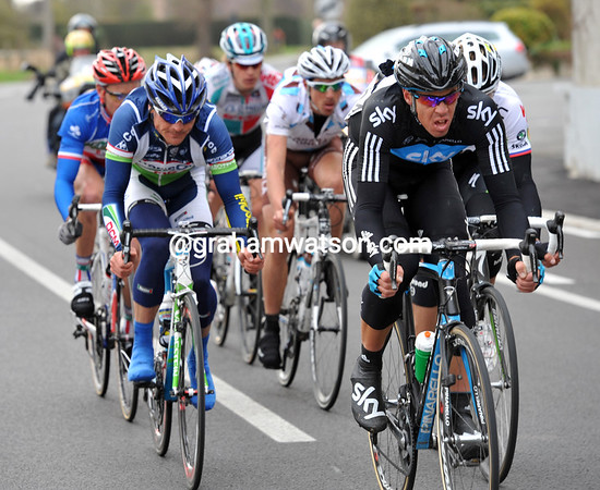 Matthew Hayman establishes Sky in a new escape after the Oude Kwaremont - they quickly gain a minute...