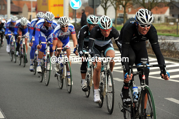 With Farrar safely back in the main group, Johan Van Summeren starts to set the pace for Team Garmin...