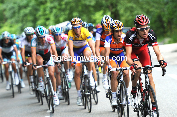 BMC are now chasing hard along the valley - led by Michael Schar...