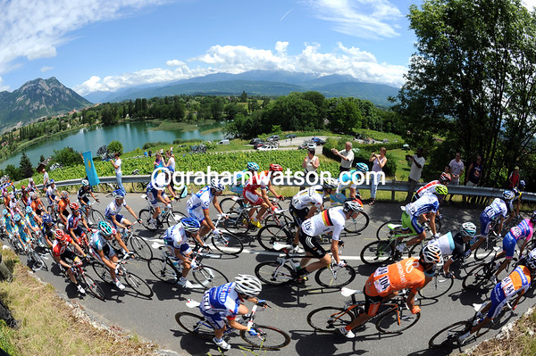 The peloton climbs amongst some Savoie wines with views of the Alps, no wonder they are five-minutes behind..!