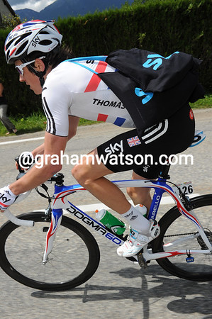 Geriant Thomas is being used to take feed bags to Wiggins to avoid the risk of crashing in the hectic feed-zone today...
