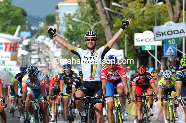 Mark Cavendish wins stage ten, ahead of Ventoso and Petacchi - and he made it look so easy..!
