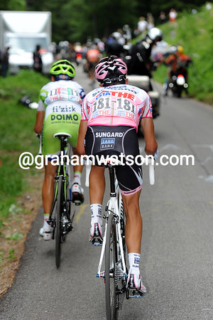 Nibali has caught Contador and they have Anton in their sights - Scarponi has faded and then had bike trouble...