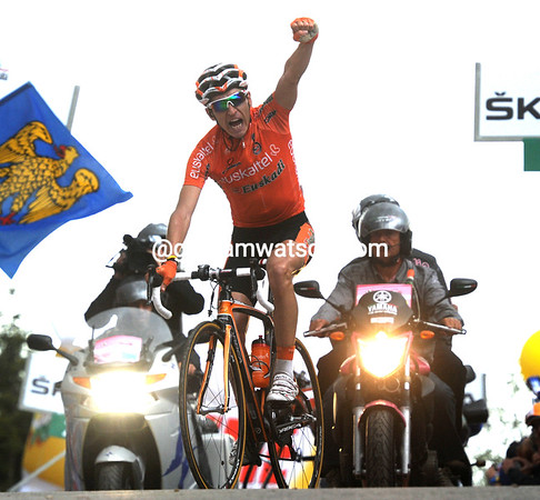 Igor Anton wins stage 14 atop the Monte Zoncolan - Contador finishes ahead of Nibali to increase his overall race-lead...