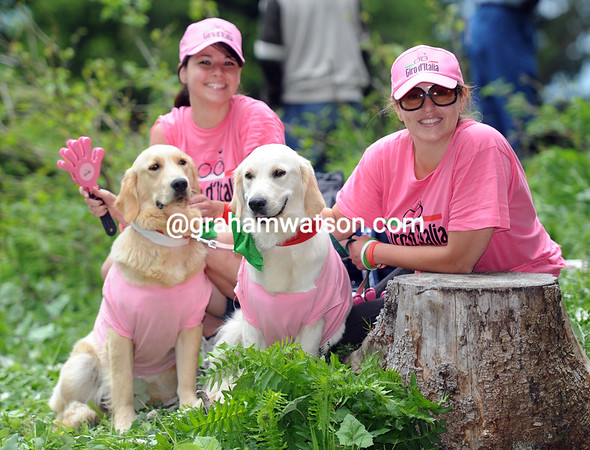 Ciao! The Giro has fans of the human and canine kind on the Zoncolan...