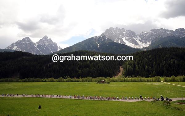 The peloton is still in Austria, enjoying the Dolomiten scenery...