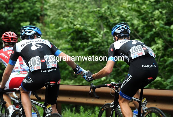 Stetina hands a bottle to Wilson who's got back to the peloton, but the tough Aussie will soon quit the race...